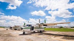 El avión hizo la lluvia artificial Imagen de archivo libre de regalías