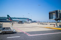 El avión se prepara para el despegue Imagen de archivo