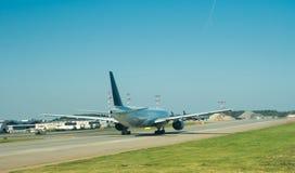 El avión se prepara para sacar Fotos de archivo