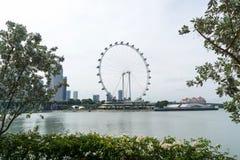 El aviador Ferris Wheel de Singapur en la ciudad de Singapur foto de archivo