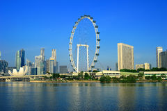 El aviador y el paisaje urbano de Singapur Foto de archivo libre de regalías