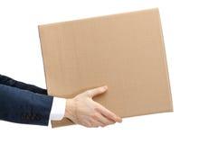 El ayudante de departamento da el paquete imagen de archivo