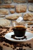 El azúcar de Coffe libera Foto de archivo
