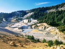 El azufre volcánico salta área en el parque nacional de Lassen Imagen de archivo