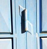 el azul articula Marruecos oxidado en África el faca de madera viejo Foto de archivo