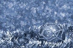 El azul de la esfera del Año Nuevo entonó Fotos de archivo