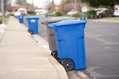 El azul está para los recyclables Imagen de archivo