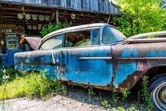 El azul viejo aherrumbró Imágenes de archivo libres de regalías
