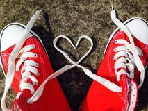 El béisbol del corazón del amor patea cordones de las zapatillas de deporte Fotografía de archivo