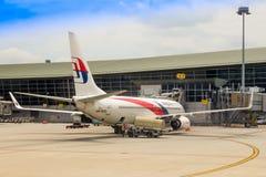 El B737 de Malaysia Airlines en llegada en KLIA Imagen de archivo
