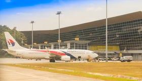 El B737 de Malaysia Airlines que desembarca en KLIA Fotografía de archivo libre de regalías