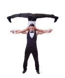 El bailarín alegre se sostiene en hombros de su socio Imagen de archivo libre de regalías