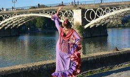 El bailarín del flamenco cerca del agua de río foto de archivo libre de regalías