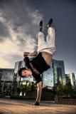 El bailarín en una ciudad foto de archivo libre de regalías