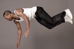 El bailarín que salta al suelo fotos de archivo