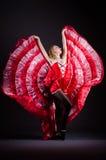 El baile de la mujer joven en vestido rojo imágenes de archivo libres de regalías