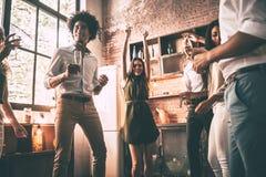 ¡El baile es todo lo que necesitamos! Imagenes de archivo