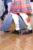 El baile escocés tarten, las piernas y los calcetines Imágenes de archivo libres de regalías