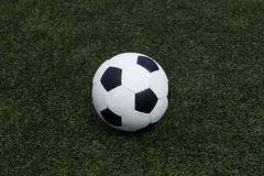 El balón de fútbol Fotografía de archivo