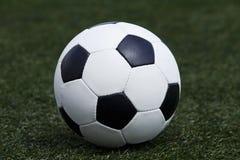 El balón de fútbol Foto de archivo
