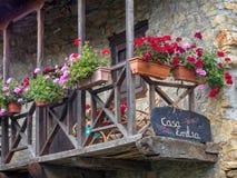 El balcón de la casa Emilia - Vilasinde imagen de archivo