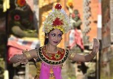 El Balinese waman realiza la danza de Barong y de Kris Fotografía de archivo