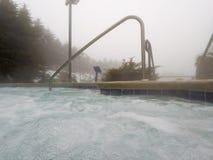 El balneario al aire libre y la piscina de la tina caliente en invierno sazonan imagen de archivo libre de regalías