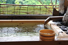 El balneario caliente del aire abierto del japonés onsen fotos de archivo libres de regalías