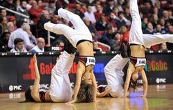 El baloncesto 2013 de los hombres del NCAA - animadora o bailarín Imágenes de archivo libres de regalías