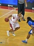 El baloncesto 2013 del NCAA - conduzca a la cesta Foto de archivo libre de regalías