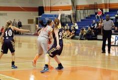 El baloncesto de las mujeres del NCAA Foto de archivo libre de regalías