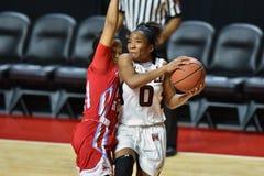 2015 el baloncesto de las mujeres del NCAA - templo contra el estado de Delaware Fotos de archivo
