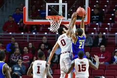 2015 el baloncesto de los hombres del NCAA - Delaware en el templo Fotografía de archivo