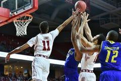 2015 el baloncesto de los hombres del NCAA - Delaware en el templo Foto de archivo libre de regalías