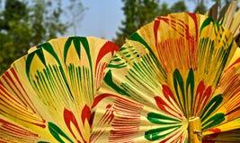 El bambú de la Mano-fan hizo la fotografía colorida del objeto Imagenes de archivo
