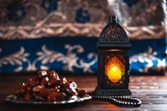 El banquete musulmán del mes santo de Ramadan Kareem imagen de archivo libre de regalías