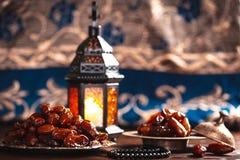 El banquete musulmán del mes santo de Ramadan Kareem fotos de archivo libres de regalías