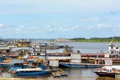 El barco atraca Iquitos Perú Imagenes de archivo