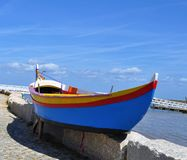 El barco azul fotografía de archivo libre de regalías
