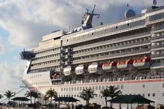 El barco de cruceros atracó Fotografía de archivo