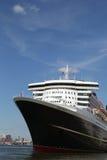El barco de cruceros de Queen Mary 2 atracó en el terminal de la travesía de Brooklyn Foto de archivo