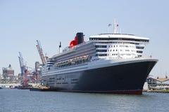 El barco de cruceros de Queen Mary 2 atracó en el terminal de la travesía de Brooklyn Imágenes de archivo libres de regalías