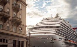 El barco de cruceros más nuevo del carnaval Fotos de archivo