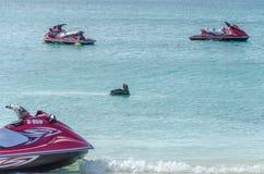 El barco de Jet Ski en el mar wating para ser navega imagen de archivo libre de regalías