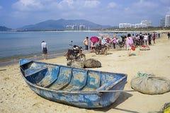 El barco de madera siguió el mercado de pesca foto de archivo libre de regalías