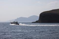 El barco de motor flota en el Mar Negro Imágenes de archivo libres de regalías