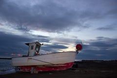 El barco de pesca viejo Imagenes de archivo