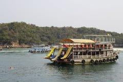 El barco del entretenimiento en Tailandia Imágenes de archivo libres de regalías