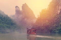 El barco dispara en paisaje del lago Baofeng en Zhangjiajie China Fotos de archivo libres de regalías