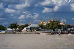 El barco en el río Chao Phraya, Bangkok Fotos de archivo libres de regalías